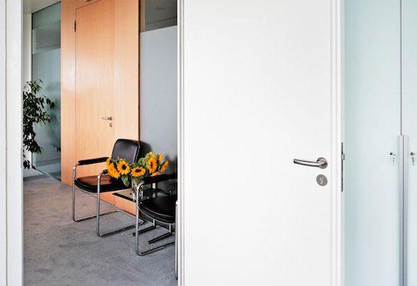 innent ren aus holz verbreiten w rme und sind robust ral g tezeichen. Black Bedroom Furniture Sets. Home Design Ideas