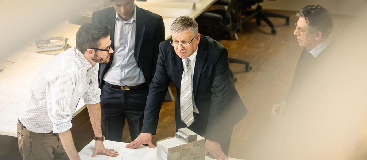 Meeting von Kunden und Partnern / RAL Gütezeichen bei Ausschreibungen